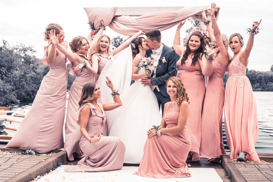 Hochzeit in Herford Freie Trauung Moor Ranch Hücker Moor See Spenge Hochzeitsfotografin Natalja Frei Hochzeitsvideograf Hannover Sergej Metzge Spaß