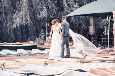 Hochzeit in Herford Freie Trauung Moor Ranch Hücker Moor See Spenge Hochzeitsfotografin Natalja Frei Hochzeitsvideograf Hannover Sergej Metzge Steg