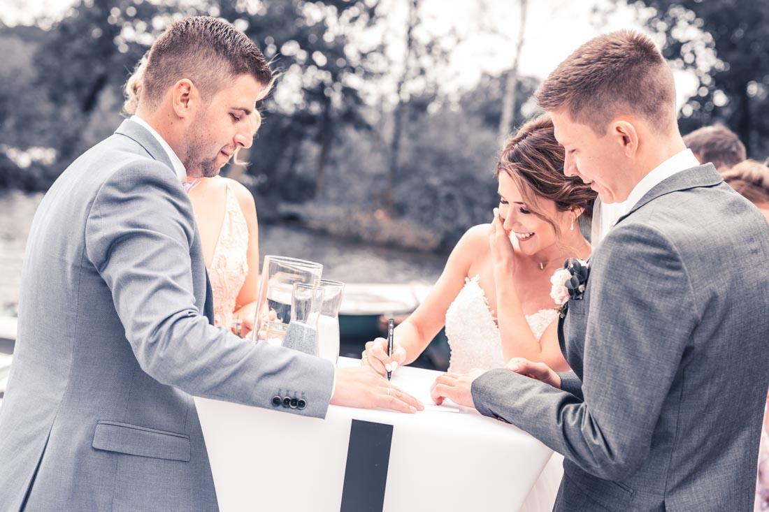 Hochzeit in Herford Freie Trauung Moor Ranch Hücker Moor See Spenge Hochzeitsfotografin Natalja Frei Hochzeitsvideograf Hannover Sergej Metzge Unterschrif