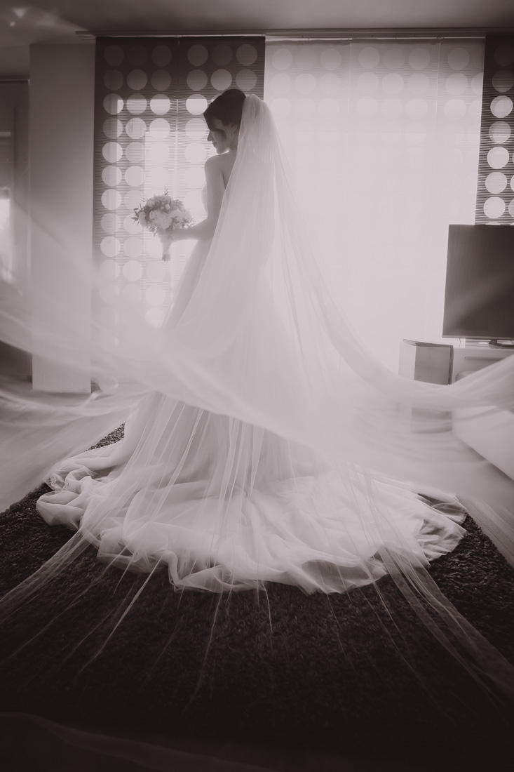 Hochzeit in Herford Moor Ranch Getting Ready Brautjungfern Morgen der Braut Hochzeitsfotografin Natalja Frei Hochzeitsvideograf Hannover Sergej Schleppe