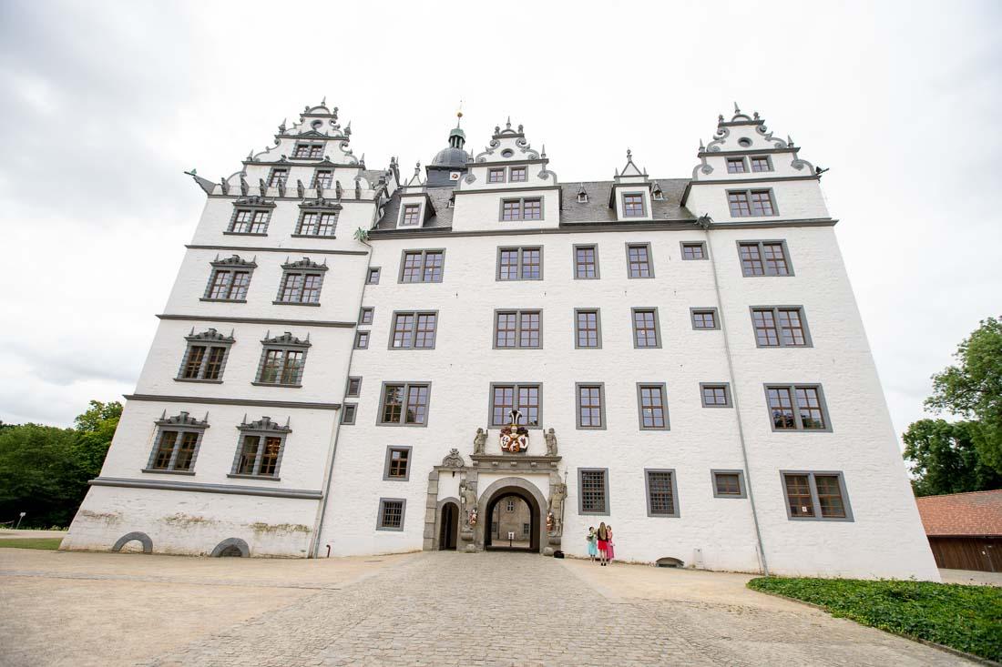 Hochzeit Schlosspark Wolfsburg Standesamt Wolfsburger Schloss Sergej Metzger Natalja Frei Fotograf Hildesheim Videograf Hannover (1)