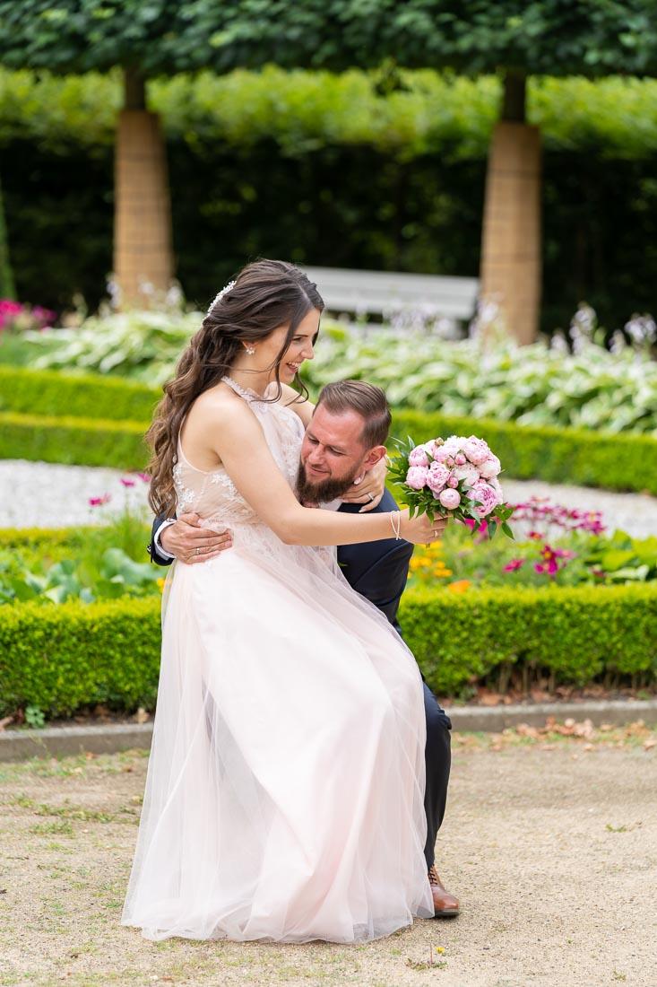 Hochzeit in Wolfsburg standesamtliche Trauung Schlosspark
