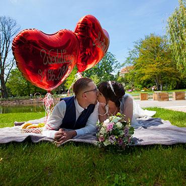 Hochzeit-im-Museum-Huelsmann-Bielefeld-Herz-Luftballons-Hochzeitsvideograf-Sergej-Metzger-Hildesheim-Hannover-Sibbesse